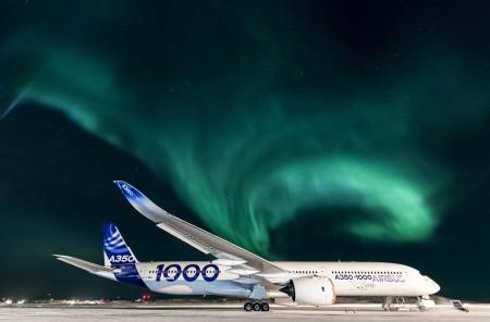 """Aeropuerto de Iqaluit, 63º 45' 14,68"""" Norte, 68º 32' 21,76"""" Oeste, a -34º centrígrados a las 03:56 GMT del 24 de febrero."""