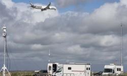 El Airbus A350-1000 msn065 sobrevolando la pista de Morón durante una de las pruebas llevadas a cabo allí.