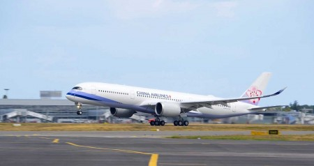 Despegue del primer Airbus A350-900 de China Airlines.