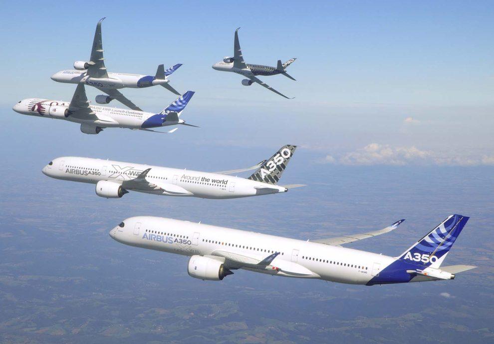 Vuelo en formación de los cinco primeros A350.