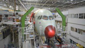 El Airbus A350 número de serie 350 en la cadena de montaje en Toulouse