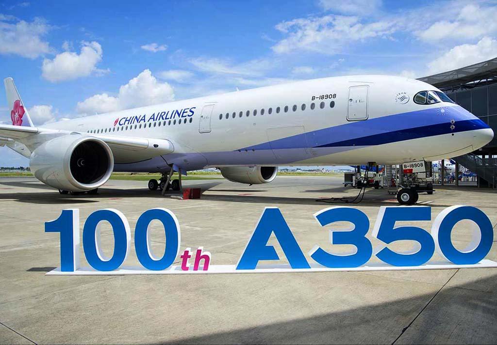 El séptimo Airbus A350 de China Airlines, el ejemplar número 100 del A350 entregado por Airbus, en el centro de entregas de Toulouse.