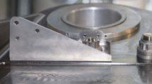 La primera pieza para un A350 producida por impresión 3D con tecnología de Stratasys fue este soporte.