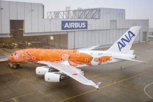 ANA ha decorado sus Airbus A380 como tortugas: uno azul, otro verde, y este,, que recibirá en abril, en naranja.