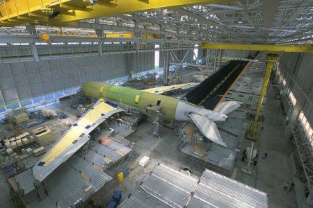 El Airbus A380 msn010, el segundo que se desguazará, durante su montaje en Toulouse.