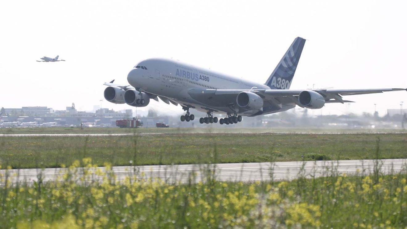 Despegue del A380 en su primer vuelo.