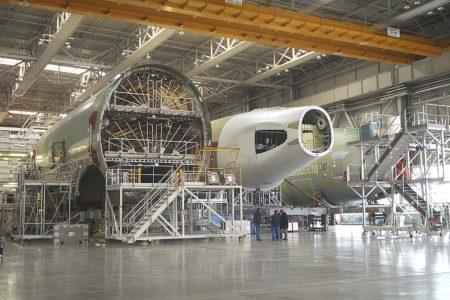 Secciones del A380 en Toulouse, al centro la sección 19 producida en España por Airbus y Aernnova.