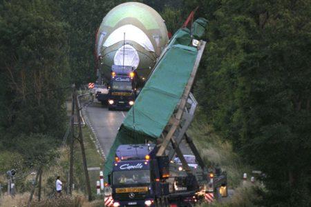Transporte de las secciones del A380 por carretera hacia la factoría de Toulouse.