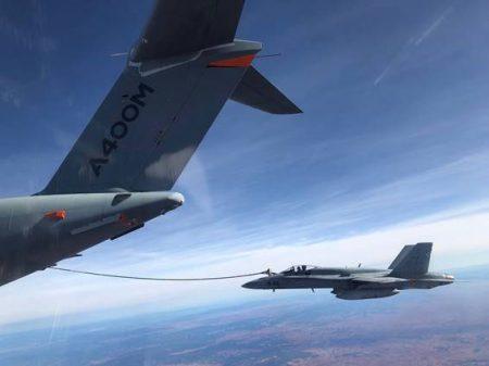 Por primera vez pilotos operativos del Ejército del Aire, y no sólo del CLAEX han podido repostar del A400M.