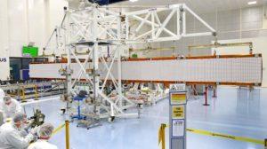 La antena del Sentinel-1C una vez desplegada con ayuda del sistema de simulación de gravedad cero.