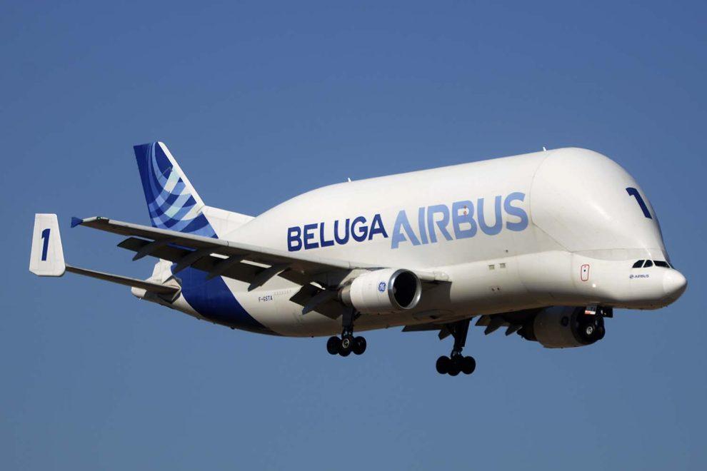 El primer Airbus Beluga, ahora retirado de servicio, aterrizando en Getafe.