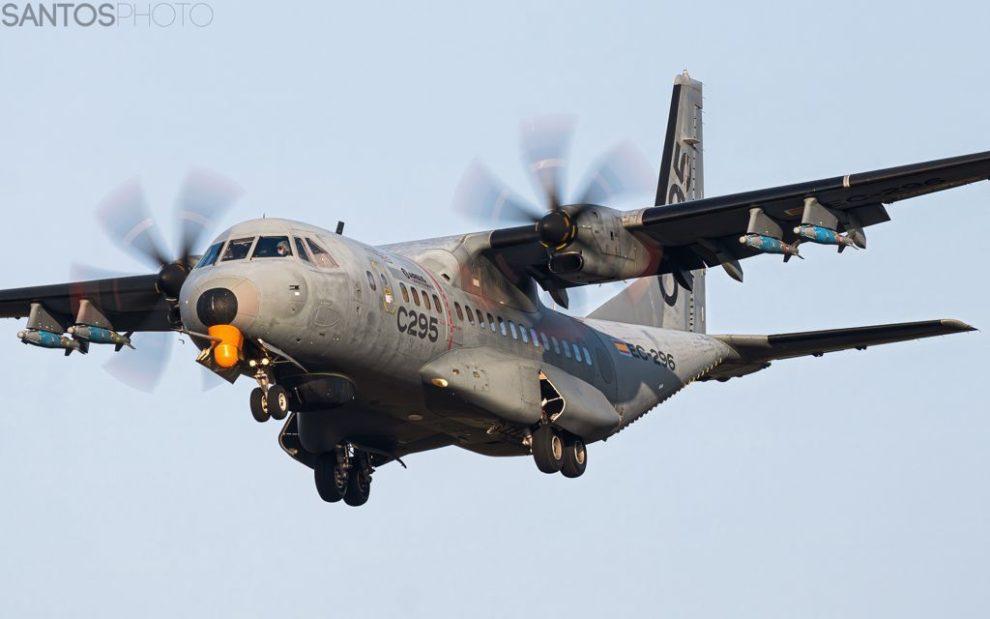 Imagen del Airbus C295 armado con bombas inertes publicada en Twitter por Santi Blazquez.