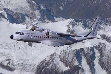 Ilustración del aspecto que tendrán los C295 con colores y emblemas de la Fuerza Aérea de India.