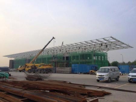 Trabajos de construcción del nuevo centro de entregas de aviones A330 en la factoría de Airbus en Tianjin (China).