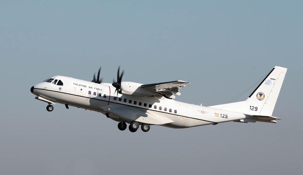 Despegue de Sevilla del primer Airbus Defense and Space C295 de la Fuerza Aérea de Filipinas.