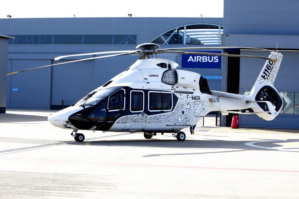 El H160 en la plataforma de estacionamiento de la factoría de Airbus Helicopters en Albacete