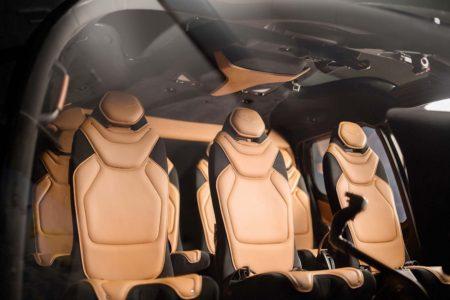 Interior de la cabina del ACH130 by Aston Martin.