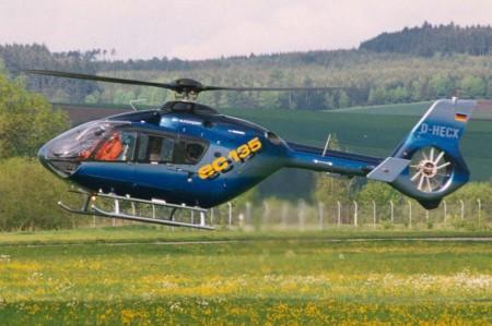 El prototipo del EC135 durante su primer vuelo el 16 abril de 1994.