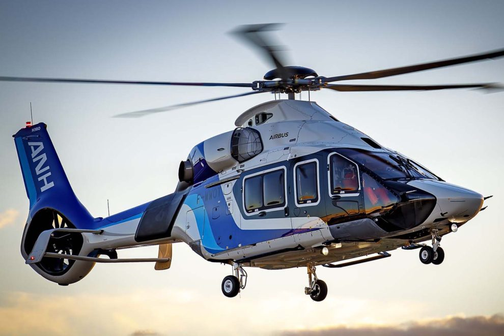 El Airbus Helicopters H160 para All Nippon Helicopters durante su primer vuelo.