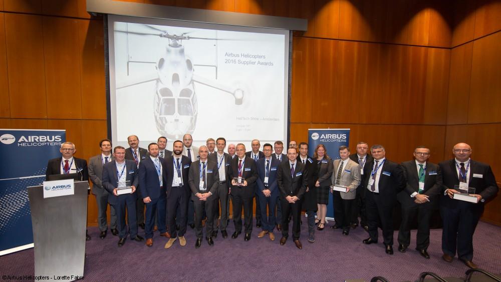 Representantes de Airbus Helicopters y las empresas premiadas en la entrega de los reconocimientos.
