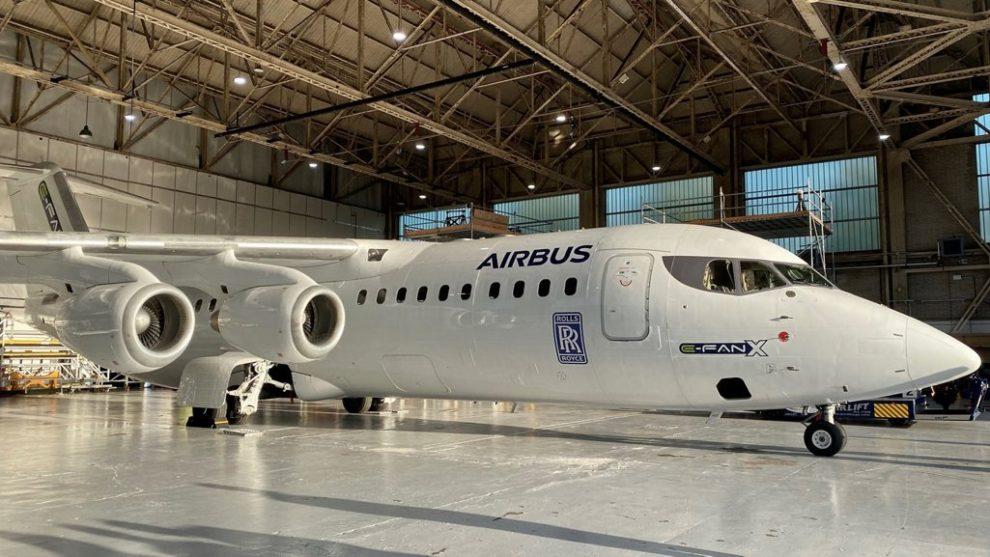Airbus y Rolls-Royce estaban modificando este AVRO RJ100 para servir de demostrador tecnológico volante de sistemas hibrido-eléctricos .