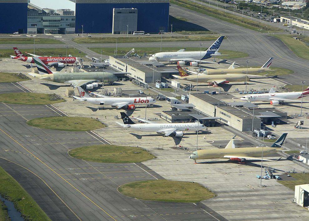 Aviones A330, A350 y A380 en proceso de pruebas en tierra en las instalaciones de Airbus en Toulouse.