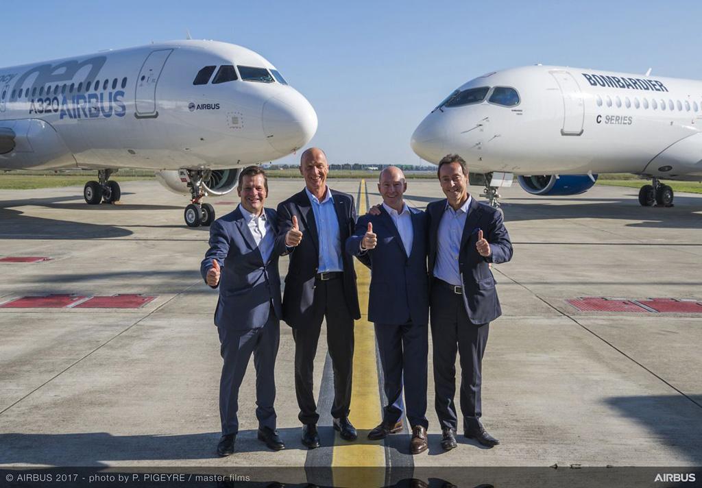 De izquierda a Derecha, Pierre Beaudoin, presidente del consejo de Bombardier, Tom Enders, CEO de Airbus, Alain Bellemare, presidente de Bombardier y Fabrice Brégier, COO de Airbus y presidente de Airbus Commercial Aircraft.