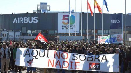 Protesta de empleados de Airbus en getafe contra los despidos previstos.
