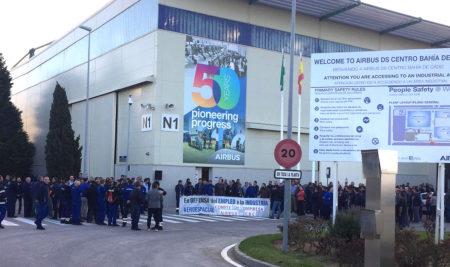 Protestas en el centro de Bahía de Cádiz de Airbus por el posible cierre de la planta de Puerto Real.