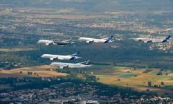 Como fin de fiesta del programa de certificación del A350, Airbus ha realizado un vuelo en formación de los cinco aviones sobre Toulouse.
