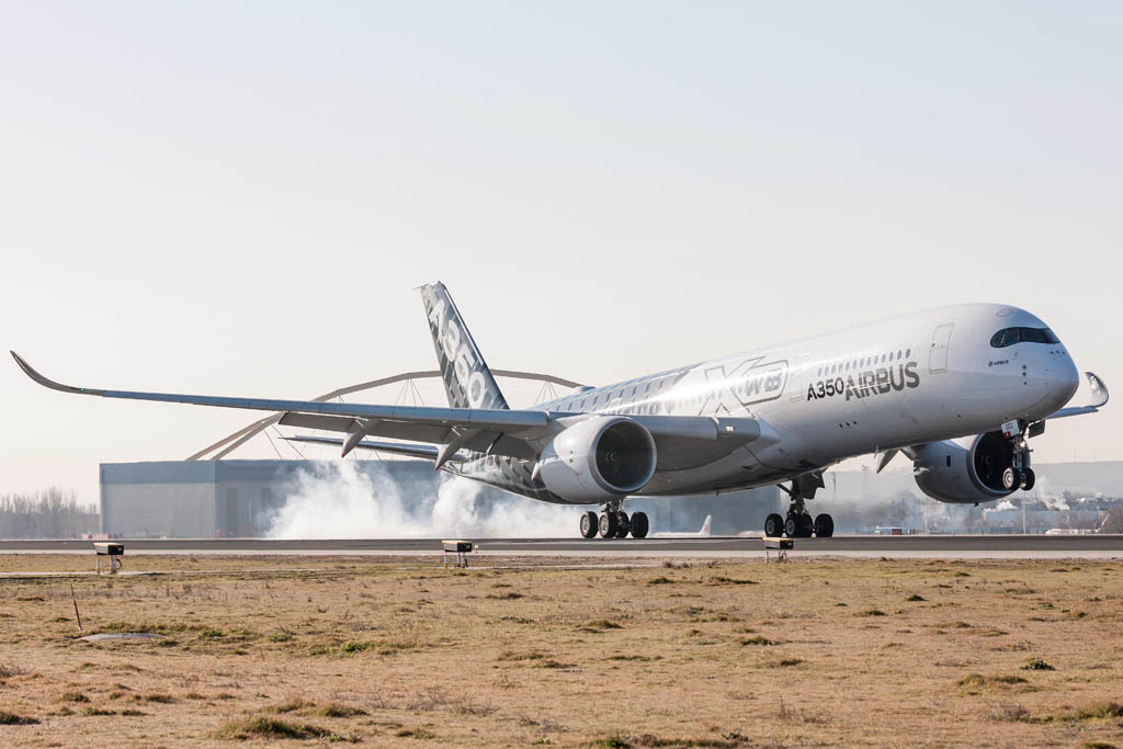 Aterrizaje en Madrid del Airbus A350 F-WWCF.