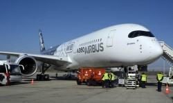Airbus ha convertido el marco negro de las ventanillas de los pilotos en la marca distintiva del A350.