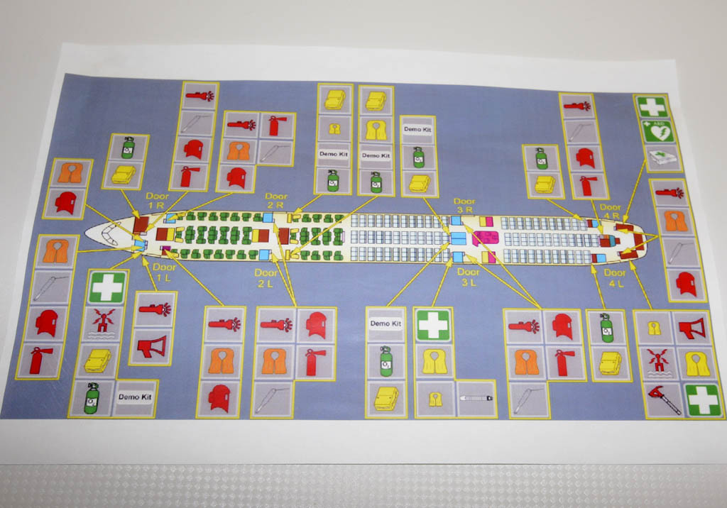 Plano con todos los equipos de emergencia a bordo del A350 F-WWCF.