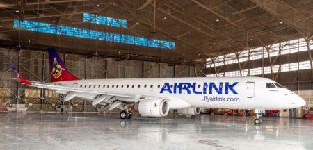 El primer Embraer E190 de Airelinkcon los uevos colores.q