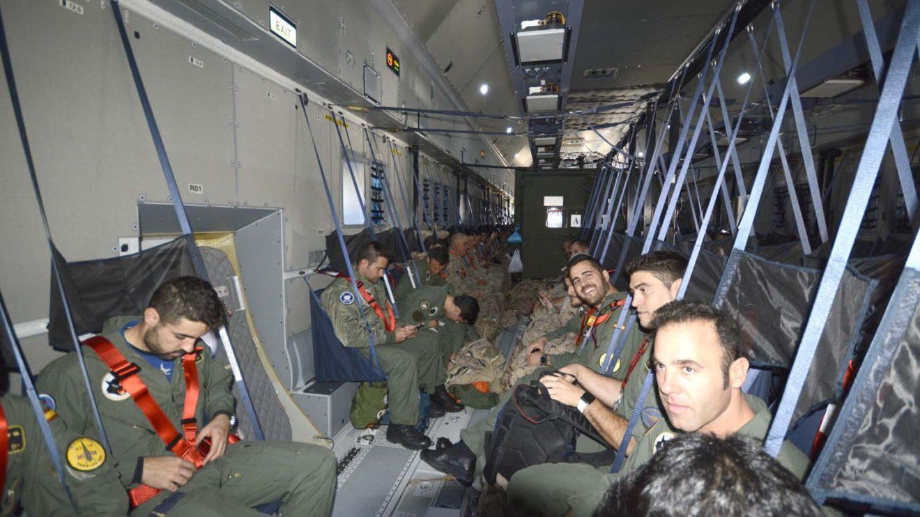 A bordo del A400M viajaron unos 90 militares de diversas especialidades, incluidos 18 pilotos, y 63 técnicos de mantenimiento