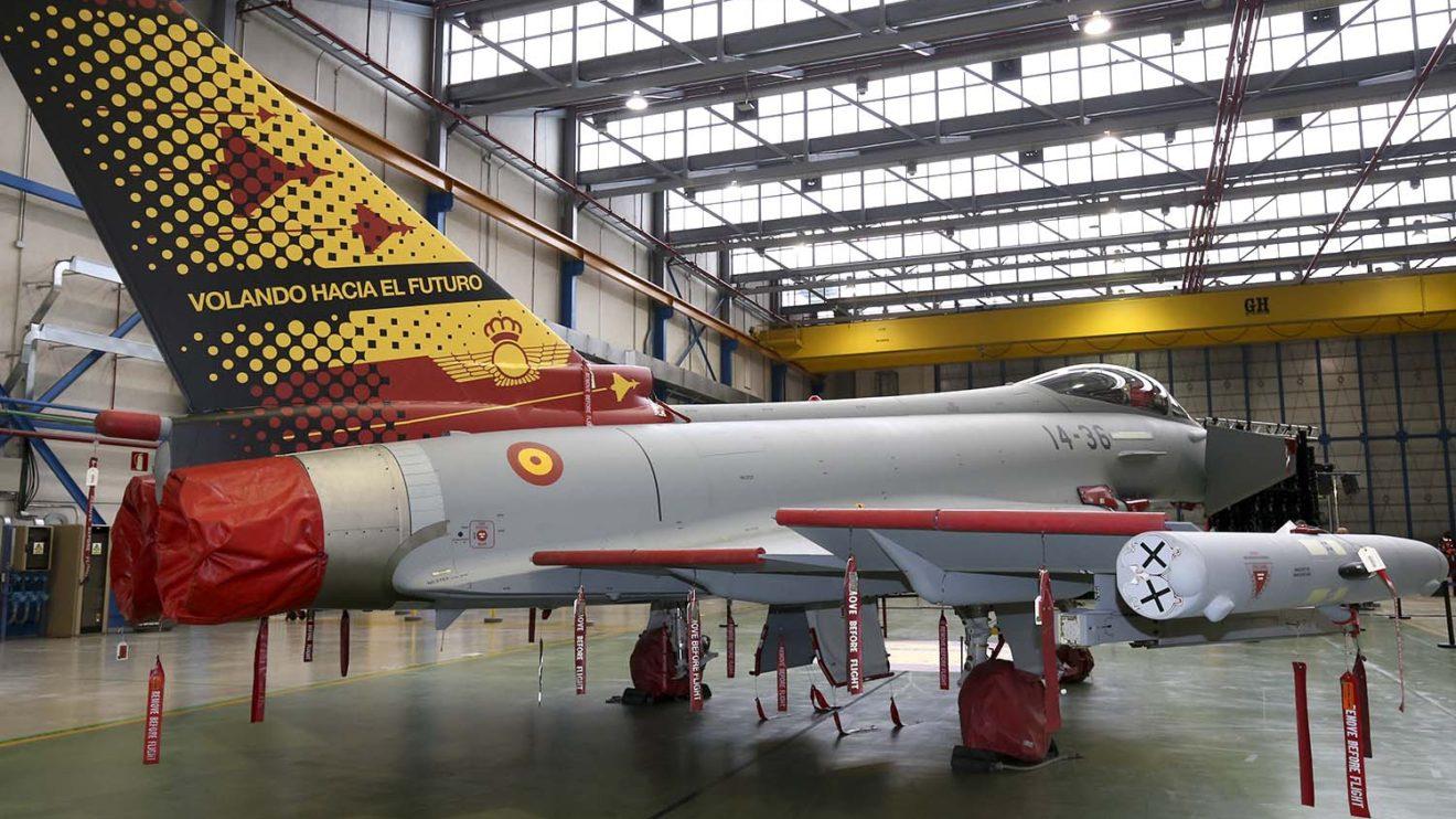 El Ejército del Aire aplicó esta cecoración a la cola del C16-78 para un acto privado en Getafe
