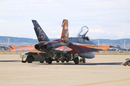 El F/A-18 que el Ala 15 pintó para su 25 aniversario (Foto C. Navarro)