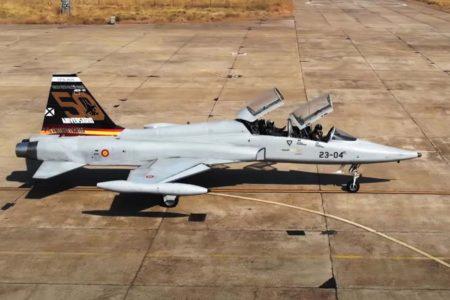 F-5 con la decoración especial por los 50 años del F-5 en España.