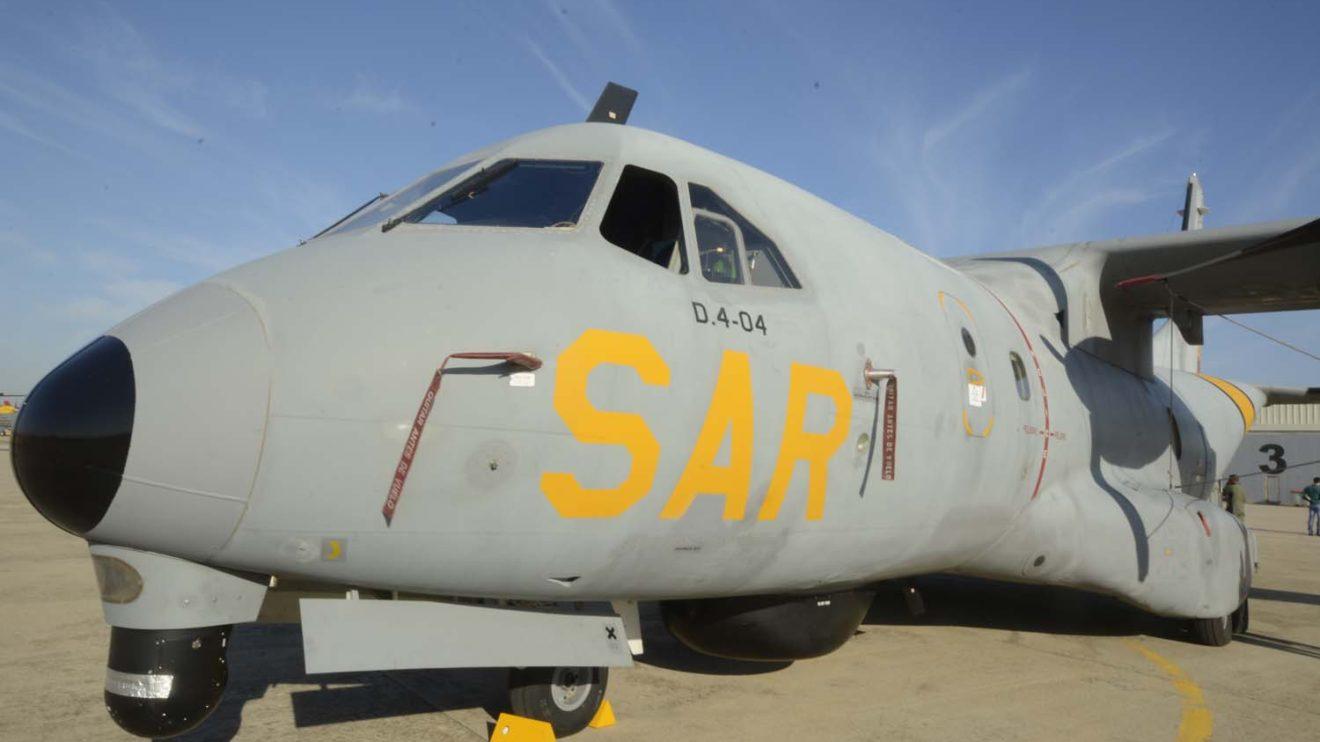 El 803 Escuadrón cuenta con tres CN235 modificados para misiones SAR y de vigilancia con radar de exploración y torreta electroóptica.