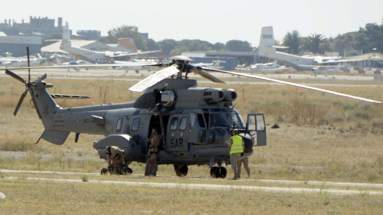La jornada de puertas abiertas ha terminado con una demostración a cargo de uno de los Super Puma del 803 Escuadrón SAR.