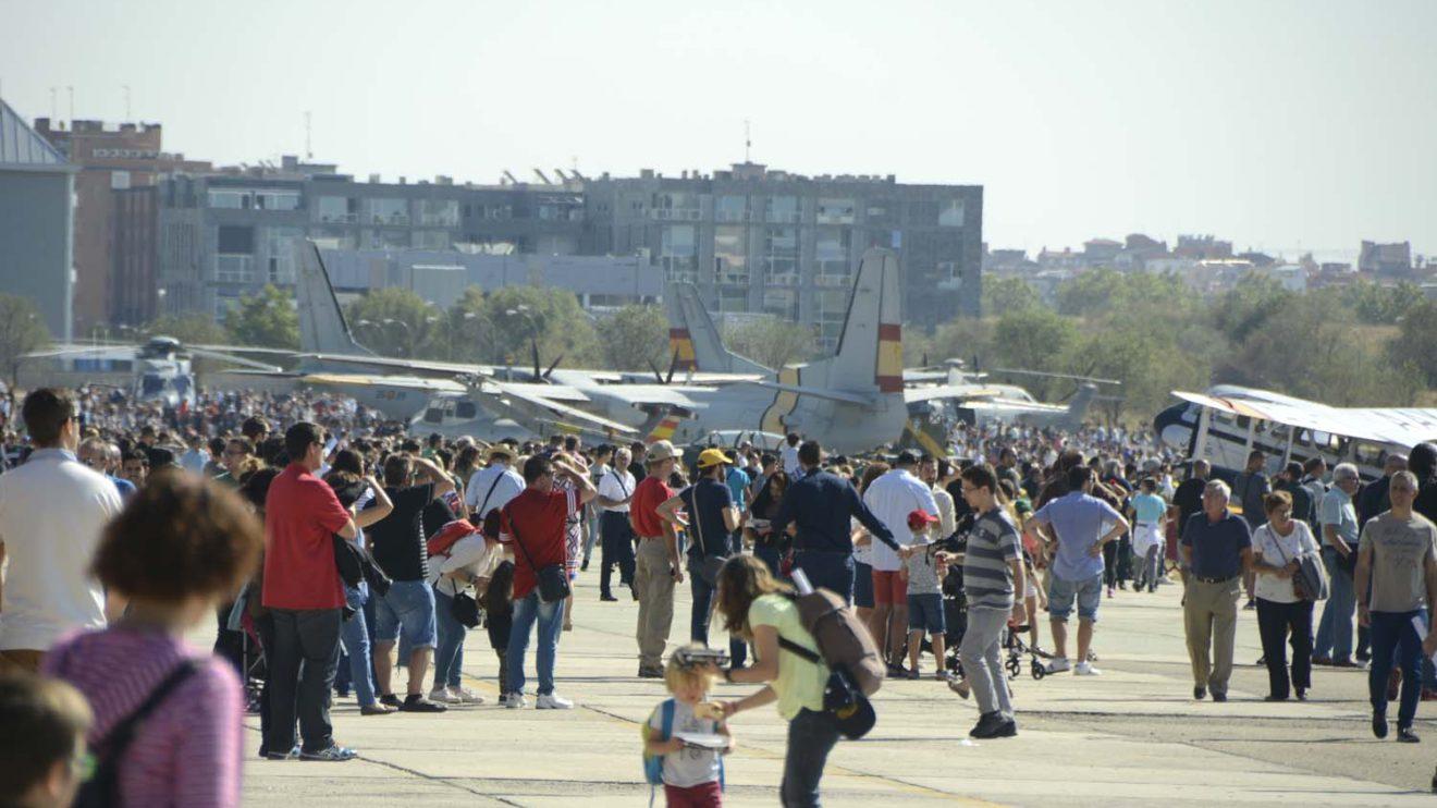Varios miles de personas han llenado la plataforma del Ala 48 durante la jornada de puertas abiertas.