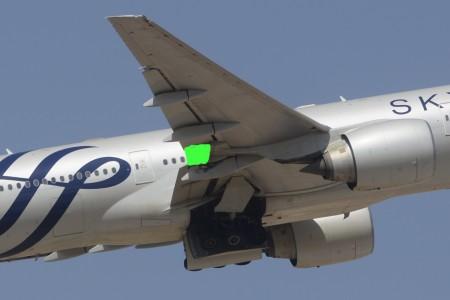 Indicado en verde la posición del flaperón de un Boeing 777 en el ala.