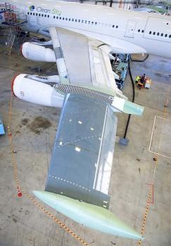 Detalle de la semiala izquierda en el A340 BLADE.