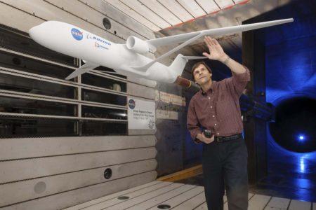Prueba en túnel de viento de un avión de nueva generación con ala arriostrada.