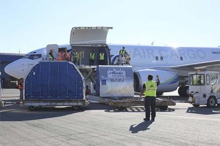 El primer Boeing 737-700 carguero de Alaska Airlines opera desde Seattle.