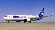 Para celebrar su entrada en Oneworld Alaska ha pintado ya el primero de tres aviones con los emblemas de la misma.