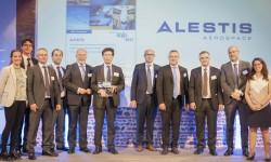 Directivos de Alestis reciben en Toulouse el premio otorgado por Airbus. De izquierda a derecha: C. Puente, J. Ayllón, F. Martin, M. Santaolalla, J.Espinosa, D. García Galán, M. Gómez, T. Gendre, M. Alcázar, M. Monzón e I. Pire.