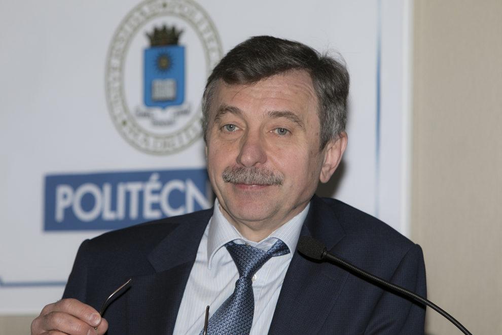 Alexandr Lazutkin durante su visita a la ETSIAE en Madrid.
