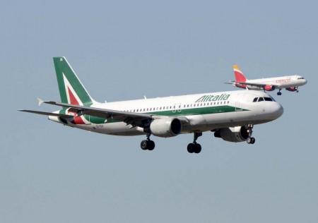 Alitalia lleva décadas en crisis permanentes, y todos los intentos de nuevos dueños por reflotarla han fracasado hasta ahora. Incluso cerrándola y abriendo una nueva compañía saneada.