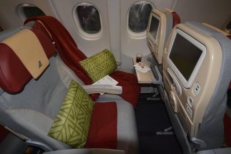 Nuevos asientos de clase turista de Alitalia para el largo radio.